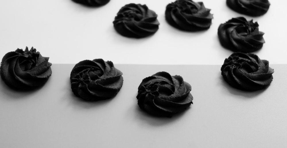 baking-black-close-up-1054769